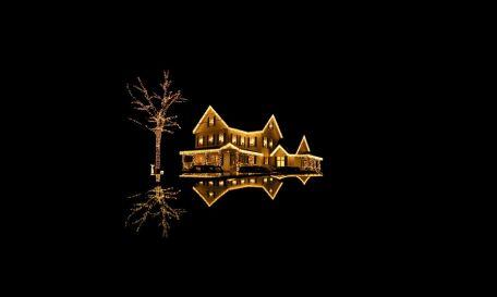 casa-oscura-con-luces-de-navidad-2589